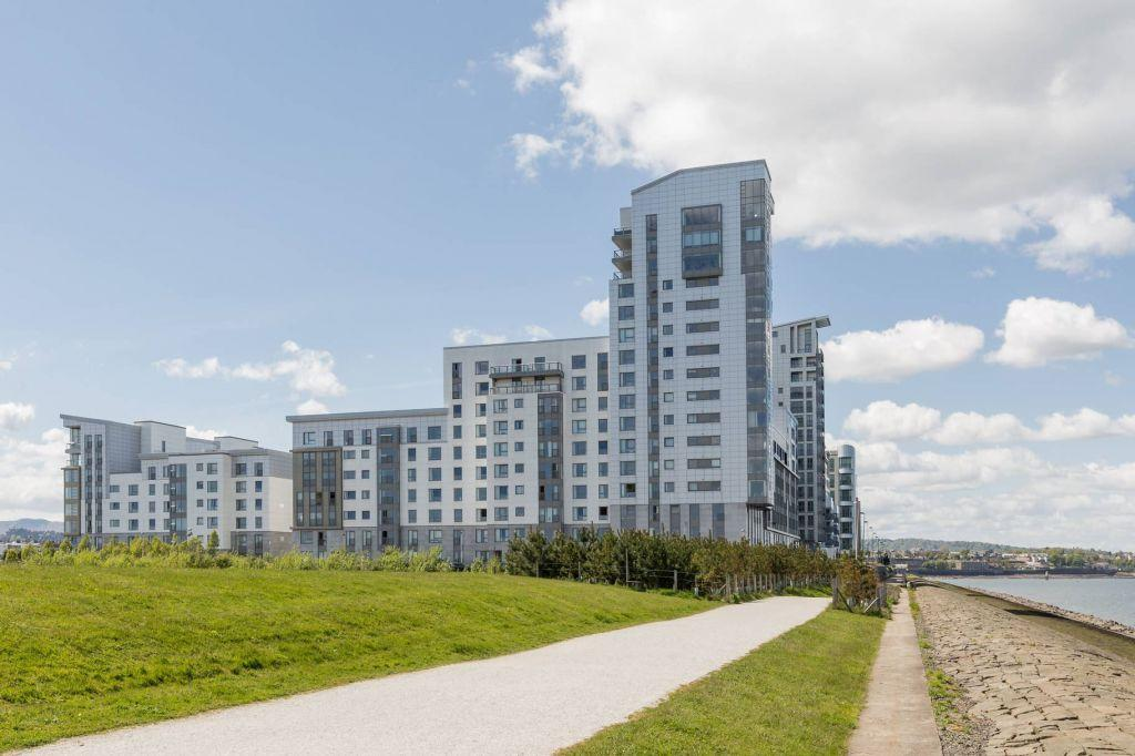 4 Bedrooms Flat for sale in 10/23 Western Harbour Breakwater, Edinburgh, EH6 6PZ