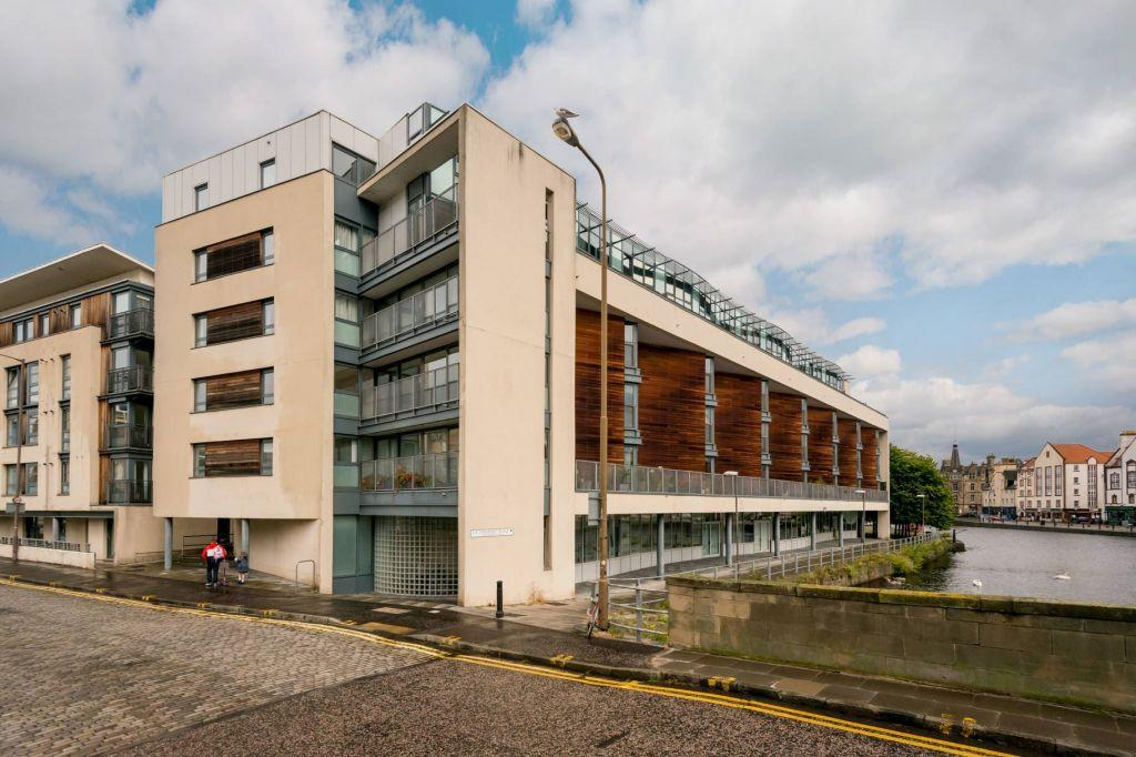 2 Bedrooms Flat for sale in 8/3 Sandport Way, Edinburgh, EH6 6EA