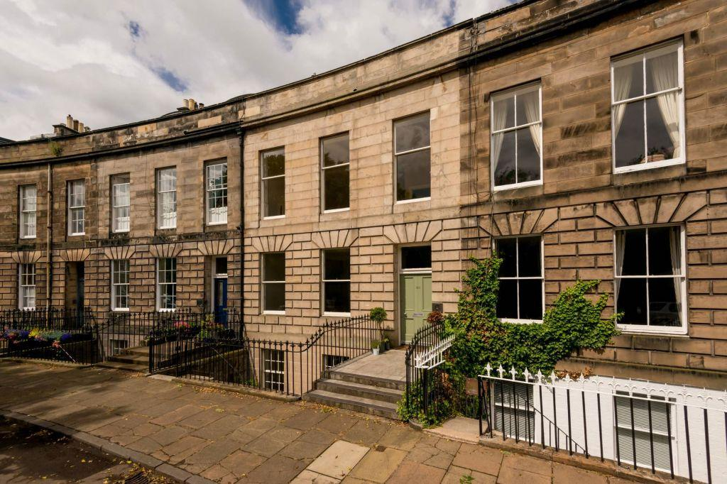 4 Bedrooms Town House for sale in 13 Claremont Crescent, Edinburgh, EH7 4HX