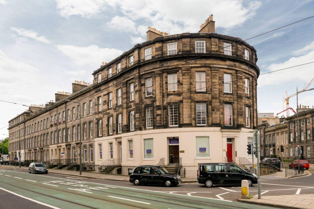3 Bedrooms Flat for sale in 12 3F2 Atholl Place, Edinburgh, EH3 8HP