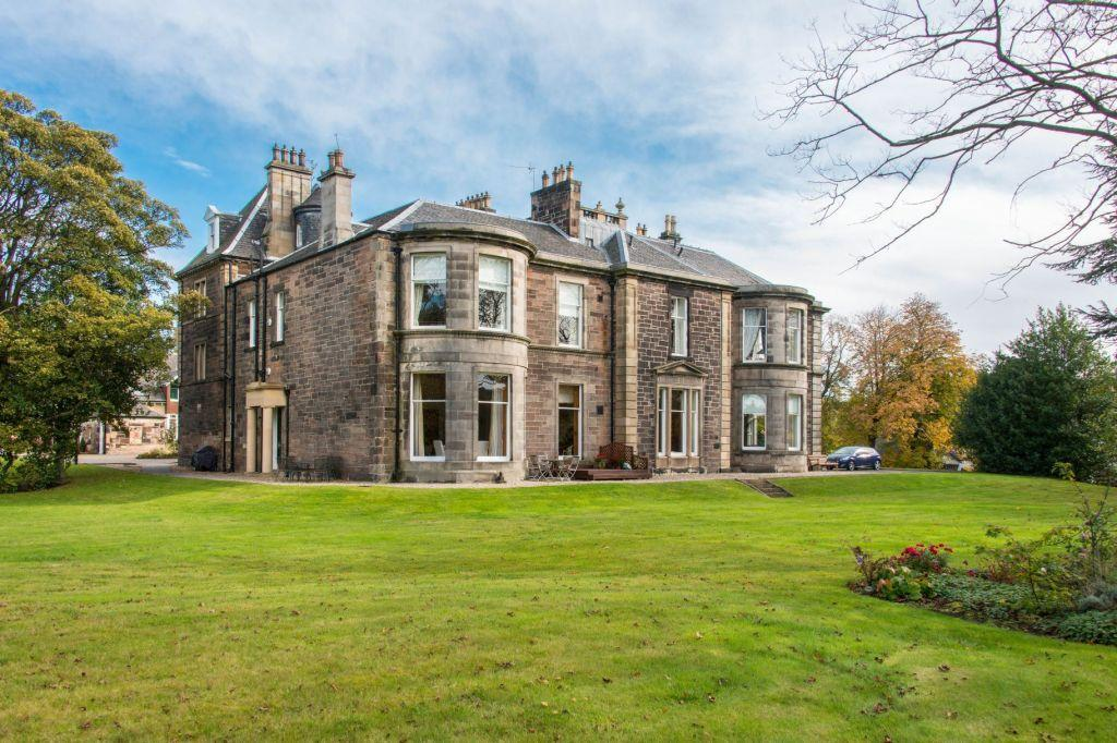 3 Bedrooms Ground Flat for sale in Redwood House, 74 Spylaw Road, Edinburgh, EH10 5BR