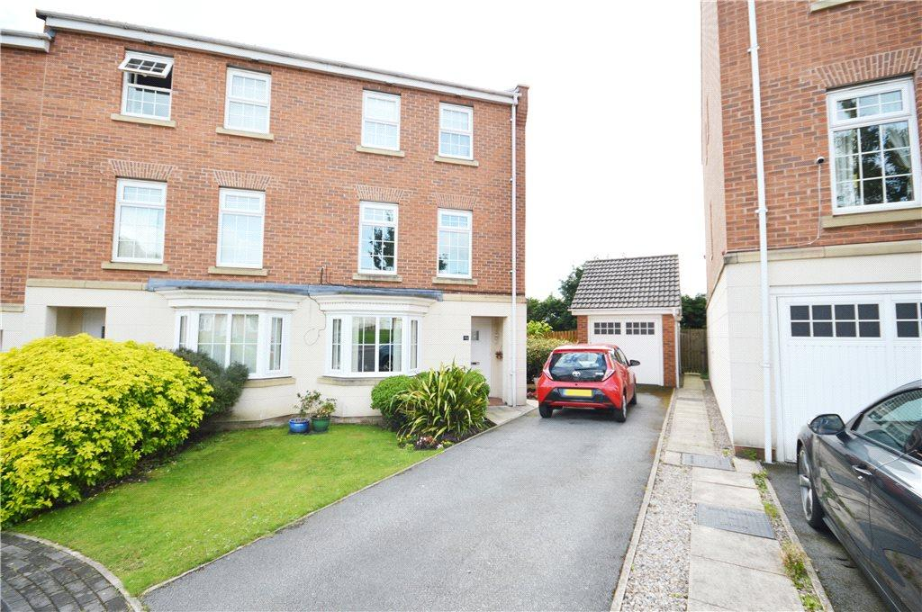 4 Bedrooms Semi Detached House for sale in Hill End Crescent, Leeds