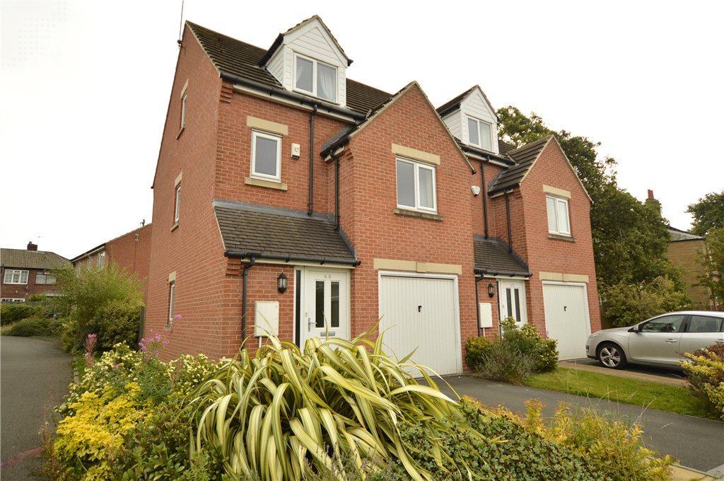 3 Bedrooms Semi Detached House for sale in Springfield Avenue, Morley, Leeds