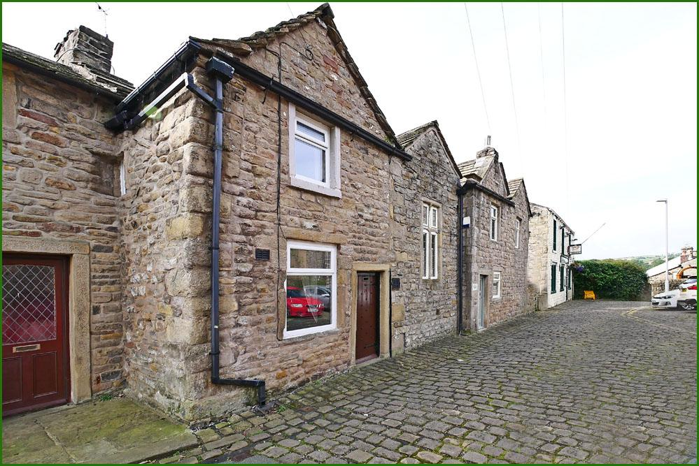 2 Bedrooms Cottage House for sale in 15 King Street, Barnoldswick BB18 5UW