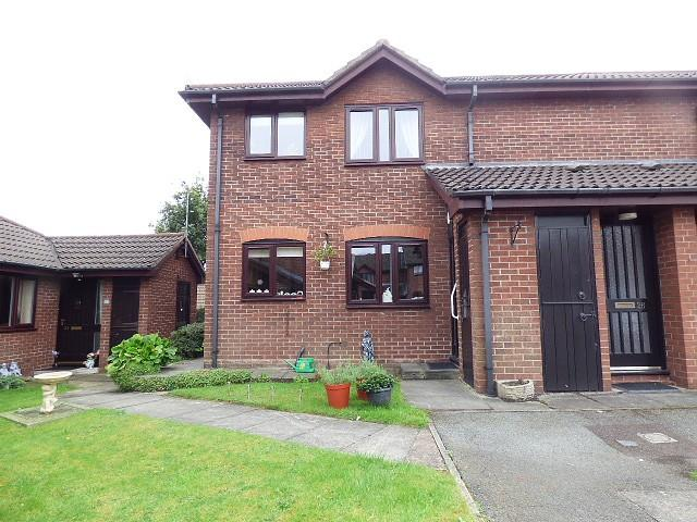 2 Bedrooms Flat for sale in Chatburn Court, Warrington Road, Culcheth, Warrington