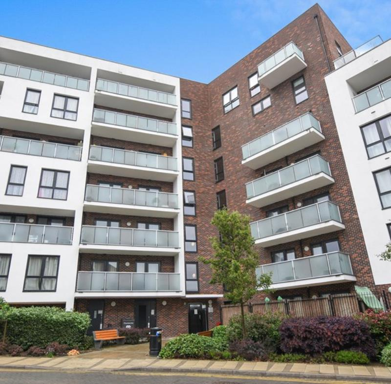 2 Bedrooms Flat for sale in Williams Way , Wembley , Middlesex
