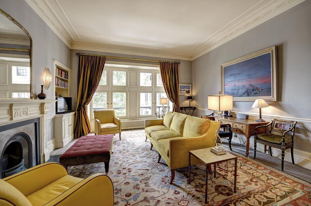 2 Bedrooms Apartment Flat for sale in Whitehall Court, London SW1A