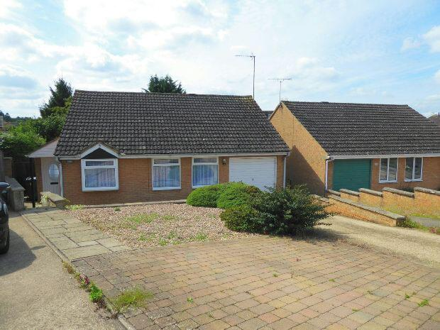3 Bedrooms Detached Bungalow for sale in Blenheim Rise, Kings Sutton