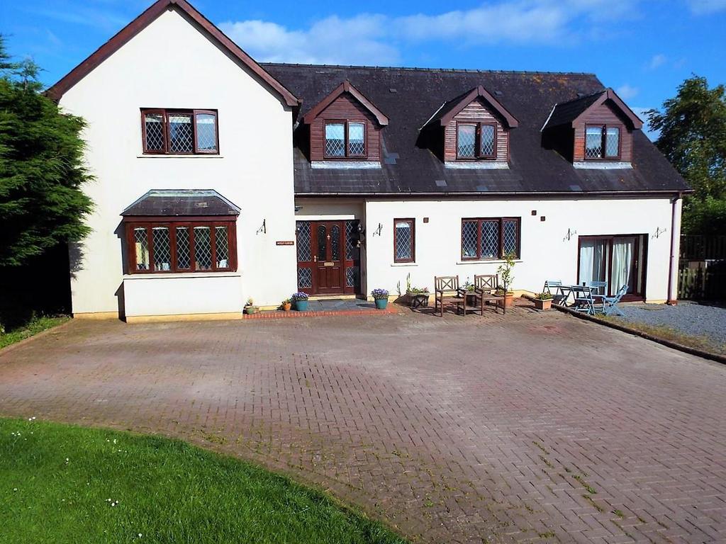 5 Bedrooms Detached House for sale in Valley Road, Saundersfoot