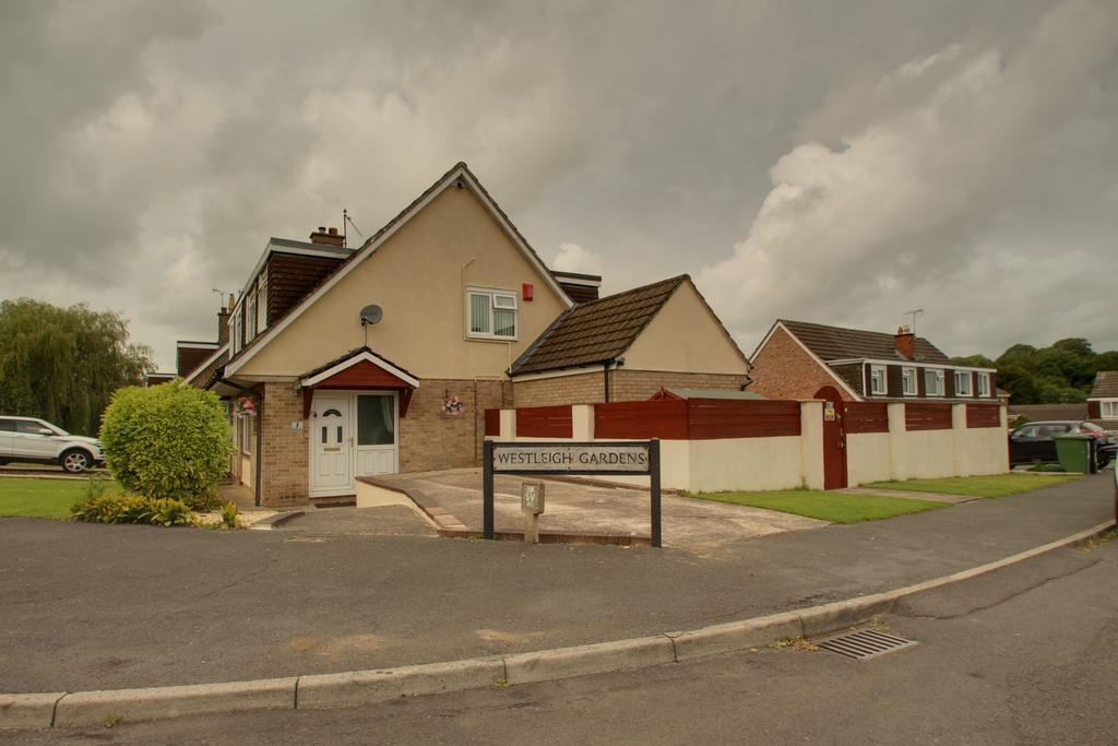 3 Bedrooms Semi Detached House for sale in Westleigh Gardens, SHEPTON MALLET BA4