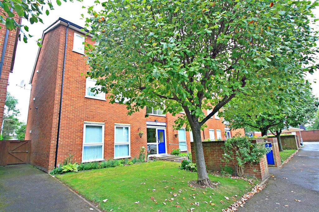 2 Bedrooms Flat for sale in Mikern Close, Bletchley, Milton Keynes