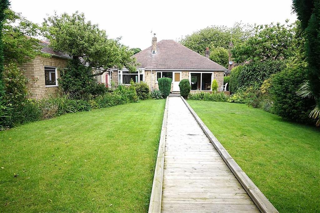 3 Bedrooms Detached Bungalow for sale in West Ella Road, Kirk Ella, Kirk Ella, East Yorkshire, HU10