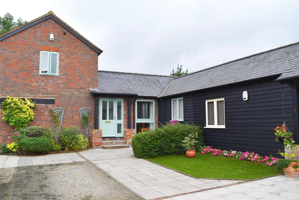 2 Bedrooms Terraced House for sale in Choakes Yard, Great Billington