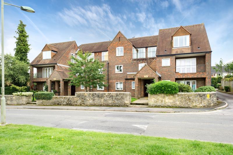 2 Bedrooms Apartment Flat for sale in Blenheim Court, Hensington Road, Woodstock, Oxfordshire