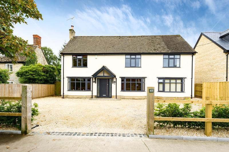 4 Bedrooms Detached House for sale in Hazelmere, High Street, Standlake, Witney, Oxfordshire