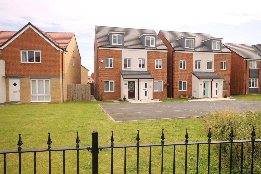 3 Bedrooms Semi Detached House for sale in Merlin Way, Bishop Cuthbert, Hartlepool