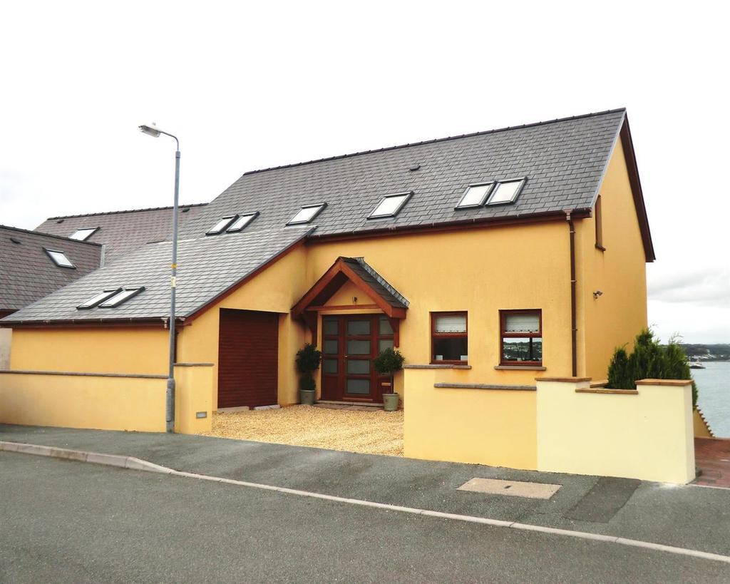 5 Bedrooms Detached House for sale in Ocean Way, Pennar, Pembrokeshire