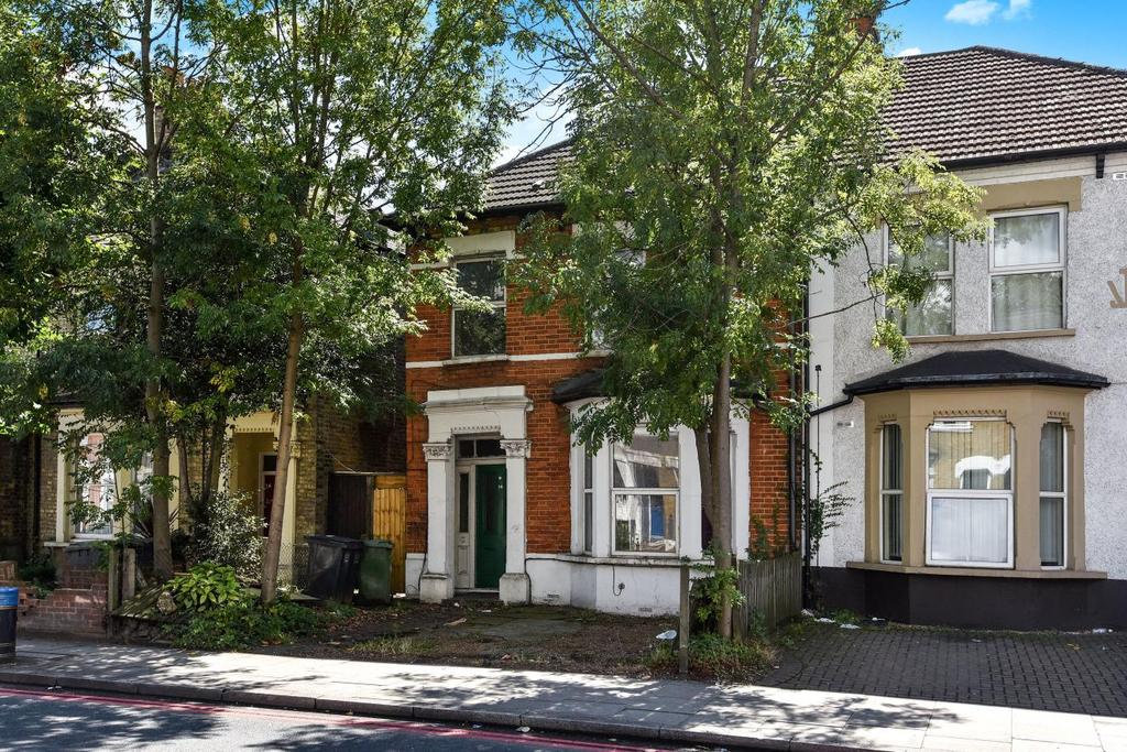 4 Bedrooms Semi Detached House for sale in Brownhill Road, Catford