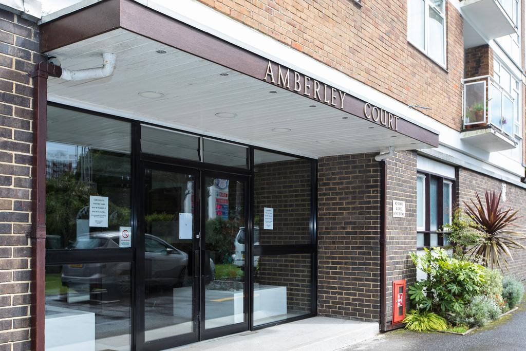 3 Bedrooms Apartment Flat for sale in Amberley Court, East Cliff