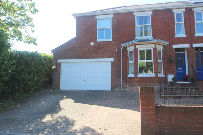 4 Bedrooms Semi Detached House for sale in Satchell Lane, Hamble, SOUTHAMPTON