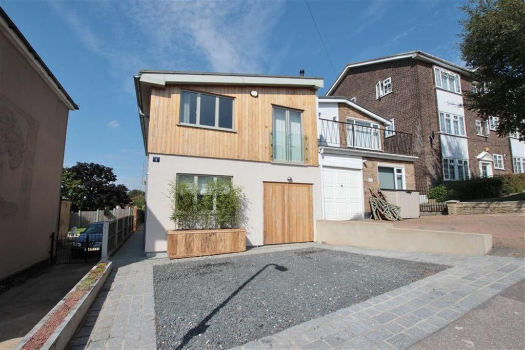 3 Bedrooms Semi Detached House for sale in Station Road, Benfleet, Essex