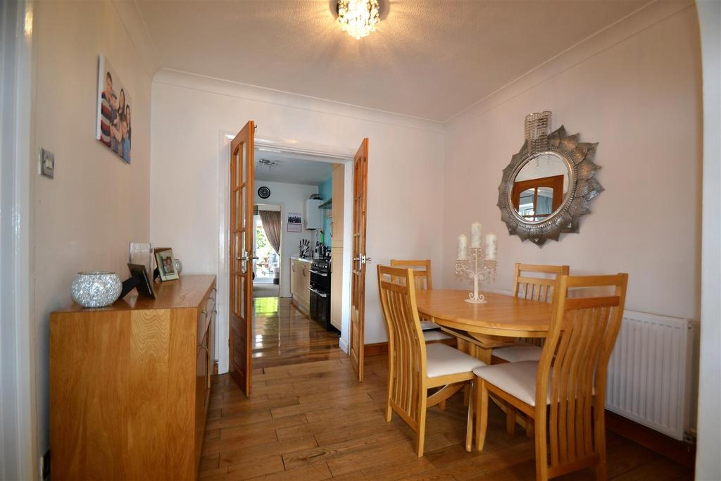3 Bedrooms Semi Detached House for sale in Willow Road, Ferryhill