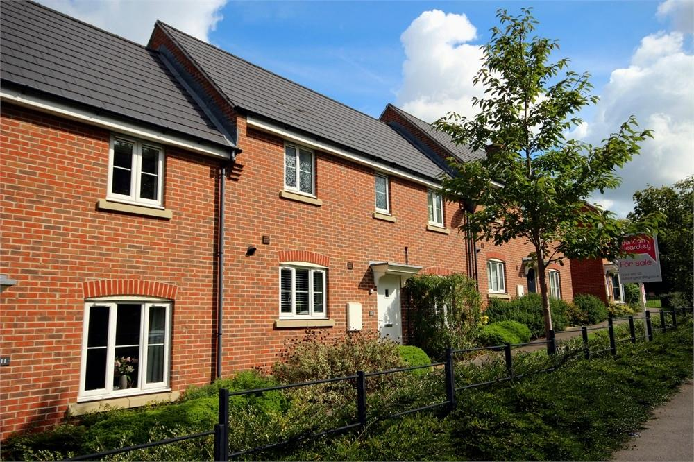3 Bedrooms Terraced House for sale in Crutchley Wood, Bracknell, Berkshire