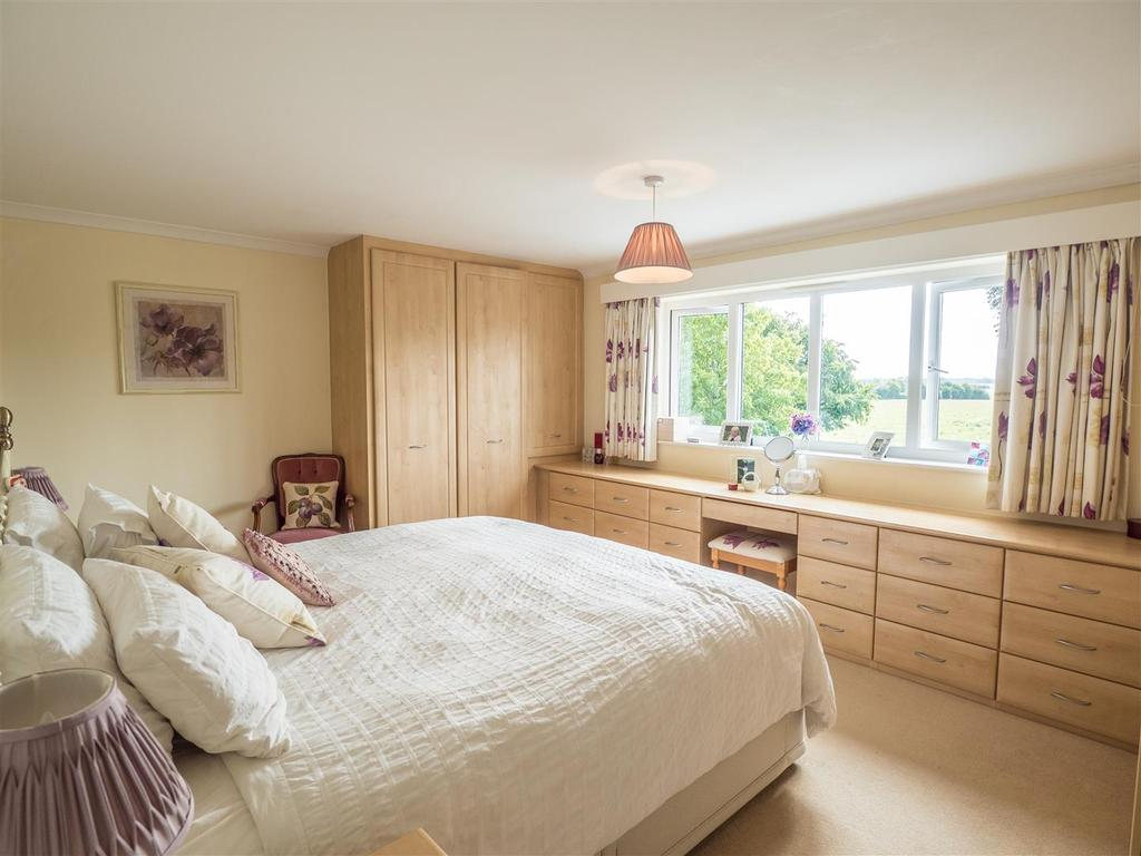 4 Bedrooms Detached House for sale in The Street, Wormshill, Sittingbourne