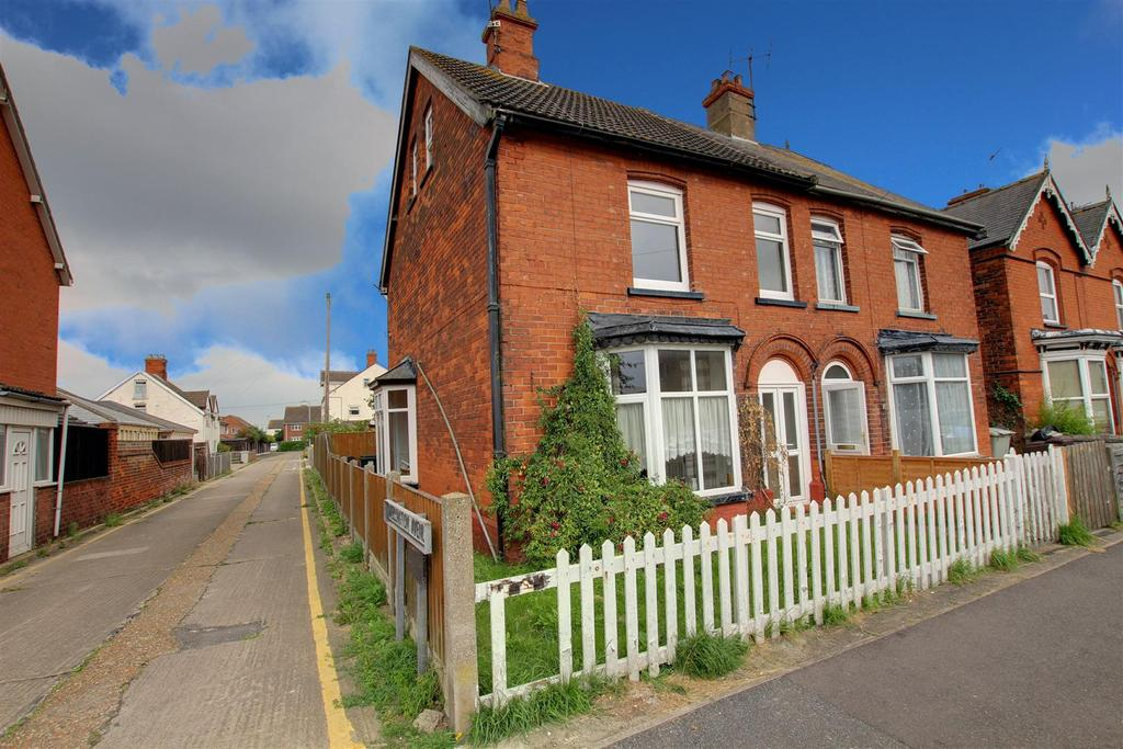4 Bedrooms Semi Detached House for sale in 40 Wellington Road, Mablethorpe