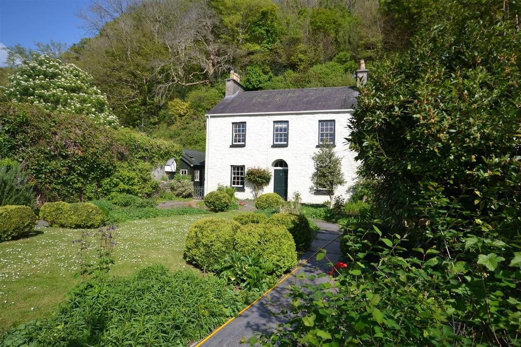 4 Bedrooms Semi Detached House for sale in Ivy House, Ferryside, Carmarthenshire