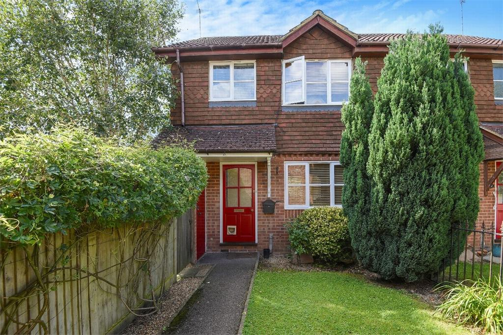 3 Bedrooms Semi Detached House for sale in West End, Woking, Surrey