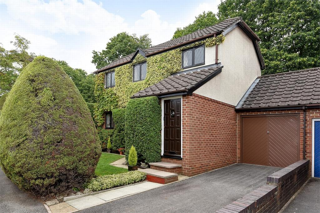 3 Bedrooms Link Detached House for sale in Bagshot, Surrey