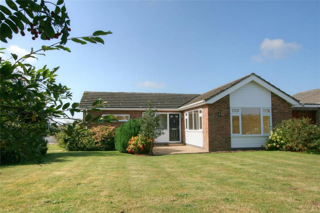 2 Bedrooms Detached Bungalow for sale in Holly Road, ATTLEBOROUGH, Norfolk
