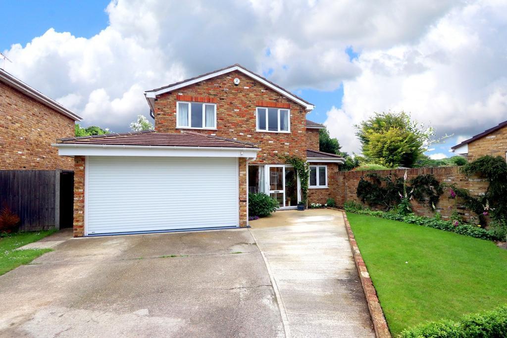 4 Bedrooms Detached House for sale in Millstream Way, Wooburn Moor, HP10