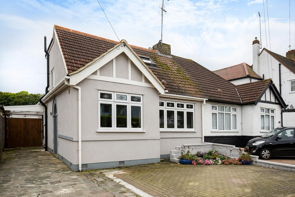 3 Bedrooms Bungalow for sale in Old Farm Avenue Sidcup DA15