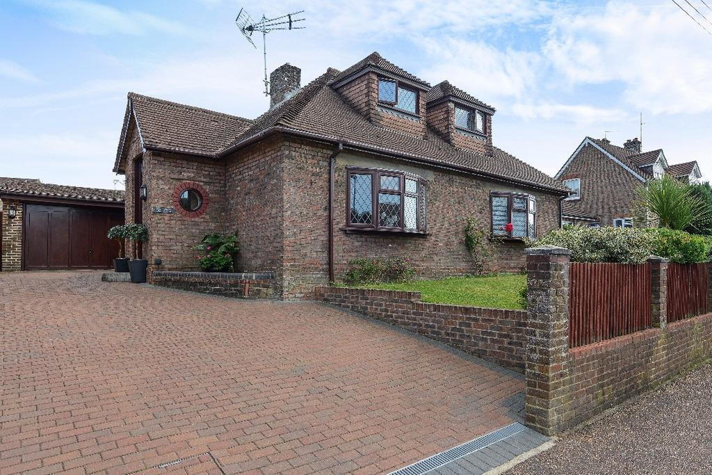 4 Bedrooms Bungalow for sale in Dunstall Avenue Burgess Hill West Sussex RH15