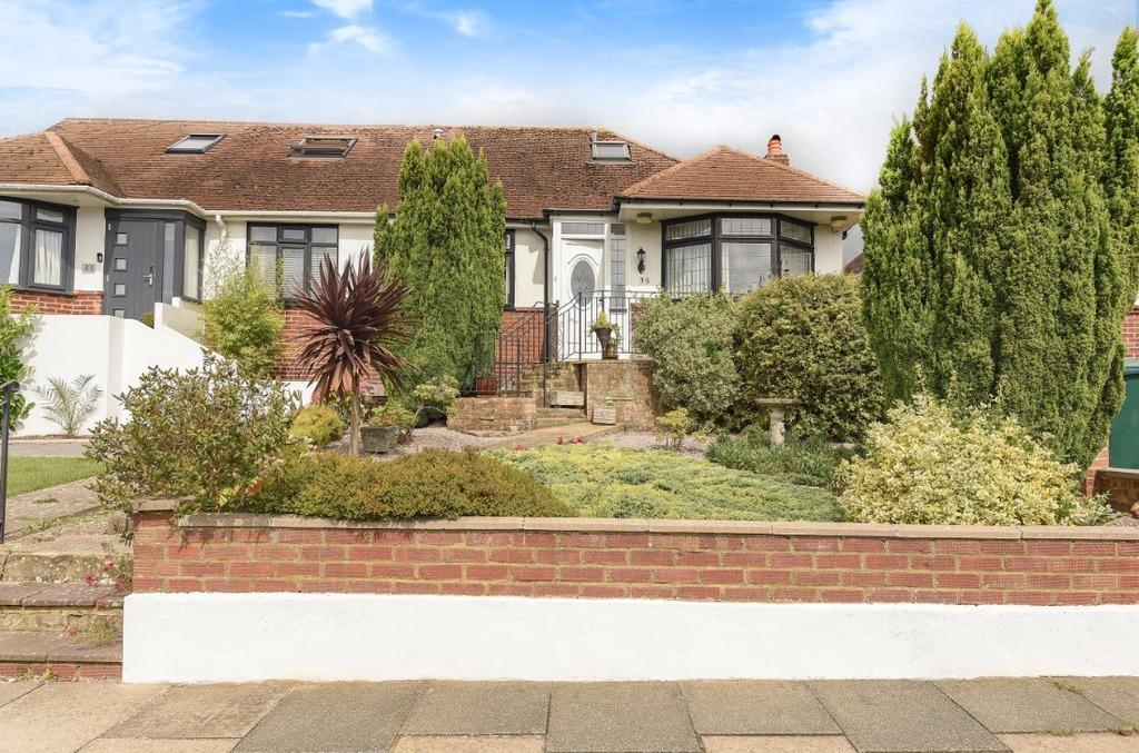 3 Bedrooms Semi Detached House for sale in Stoneleigh Avenue Brighton BN1