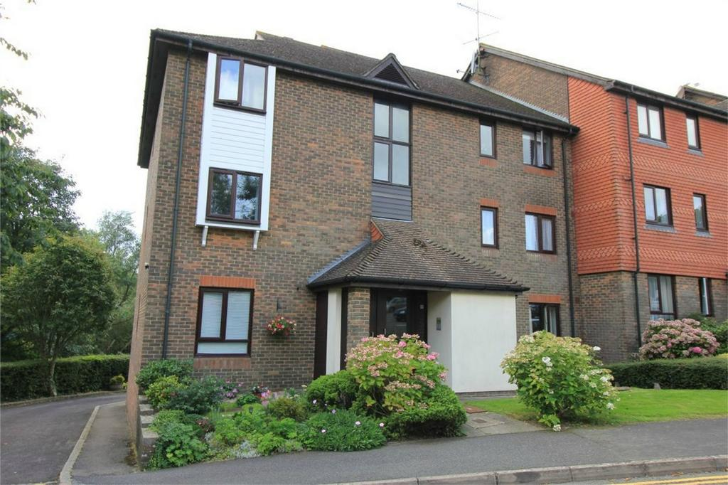 2 Bedrooms Flat for sale in 17 Abbey Way, BATTLE, East Sussex