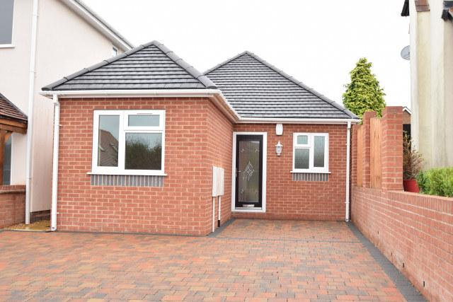 3 Bedrooms Detached Bungalow for sale in Littlewood Road,Cheslyn Hay,Staffordshire