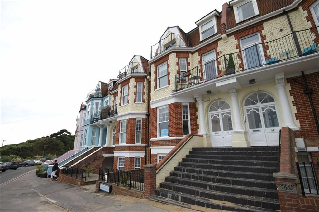 2 Bedrooms Flat for rent in Undercliff Road, Bournemouth