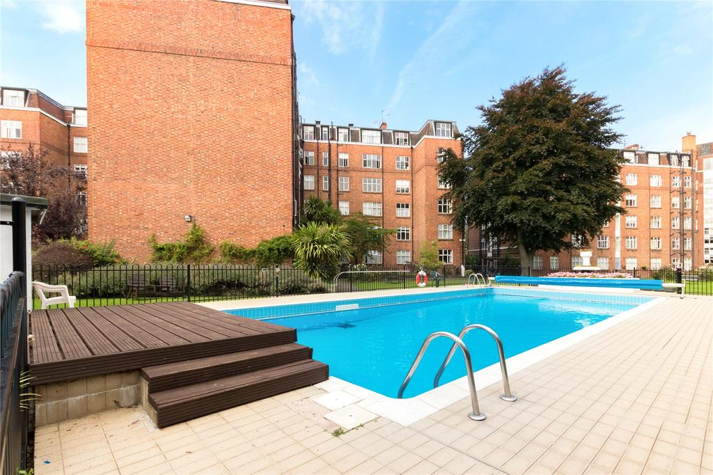 2 Bedrooms Flat for sale in Beaumont Court, Sutton Lane North, London