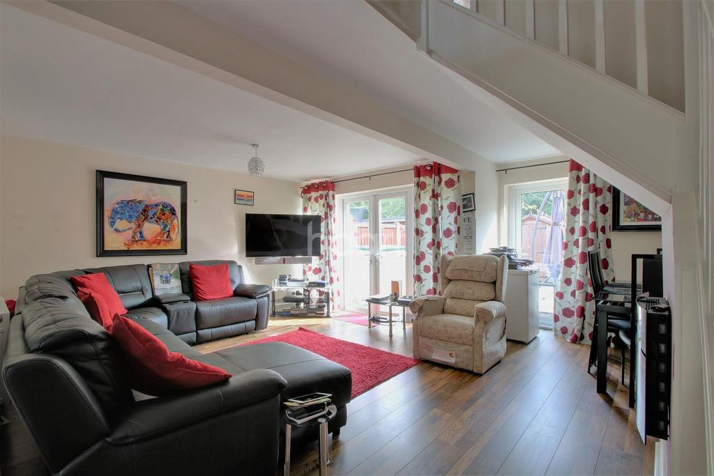 3 Bedrooms Terraced House for sale in Sparkbridge, Basildon