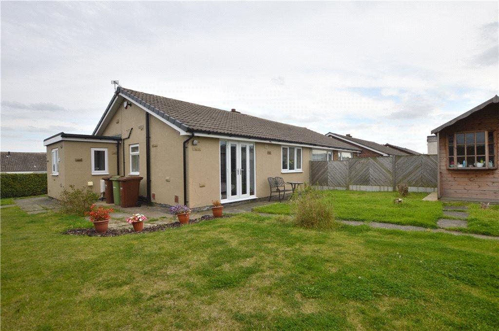2 Bedrooms Semi Detached Bungalow for sale in The Crescent, Netherton, Wakefield, West Yorkshire