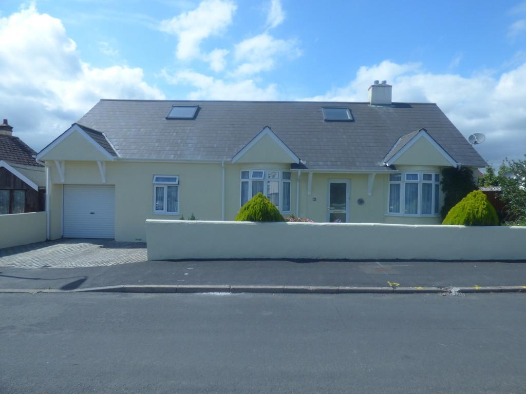 3 Bedrooms Detached Bungalow for sale in Lyndale Road, Kingsteignton, TQ12 3JN