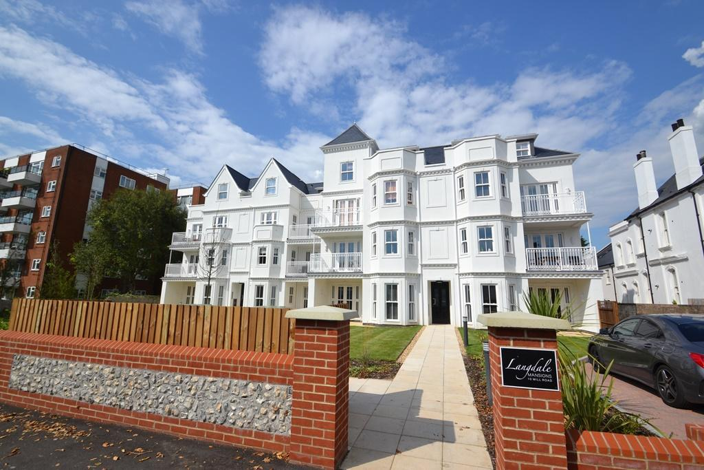 2 Bedrooms Flat for sale in Langdale Mansions, 10 Mill Road, Worthing, BN11 4LA