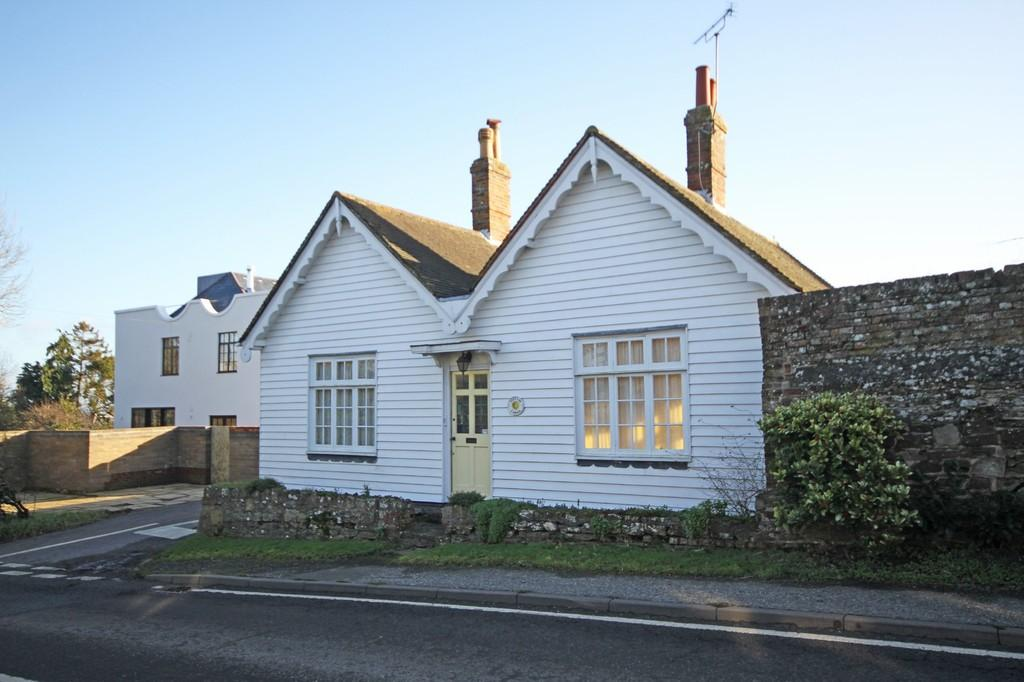 2 Bedrooms Detached House for sale in Rectory Lane, Winchelsea, East Sussex TN36 4EY