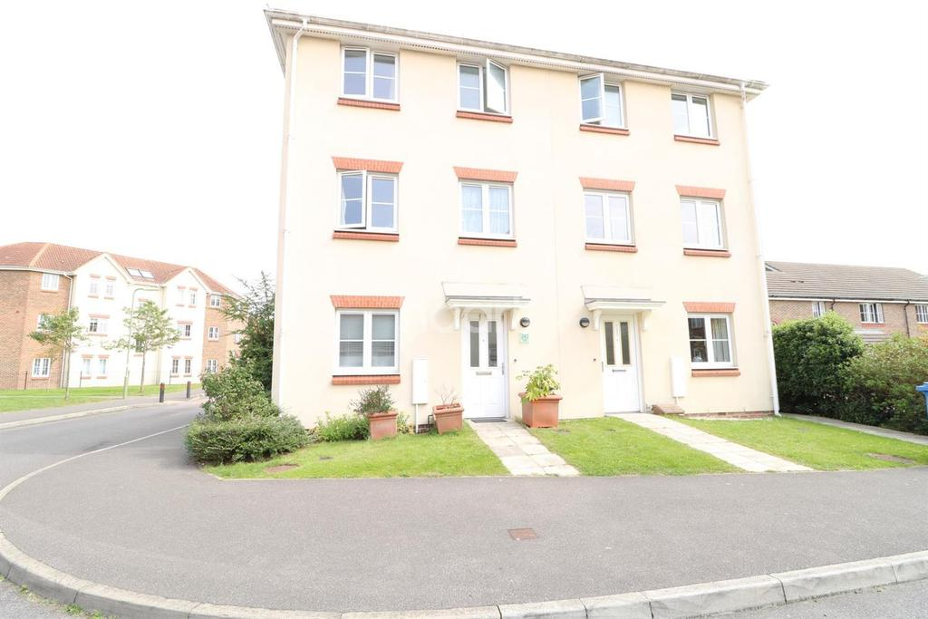 4 Bedrooms Semi Detached House for sale in Woodland Walk, Aldershot