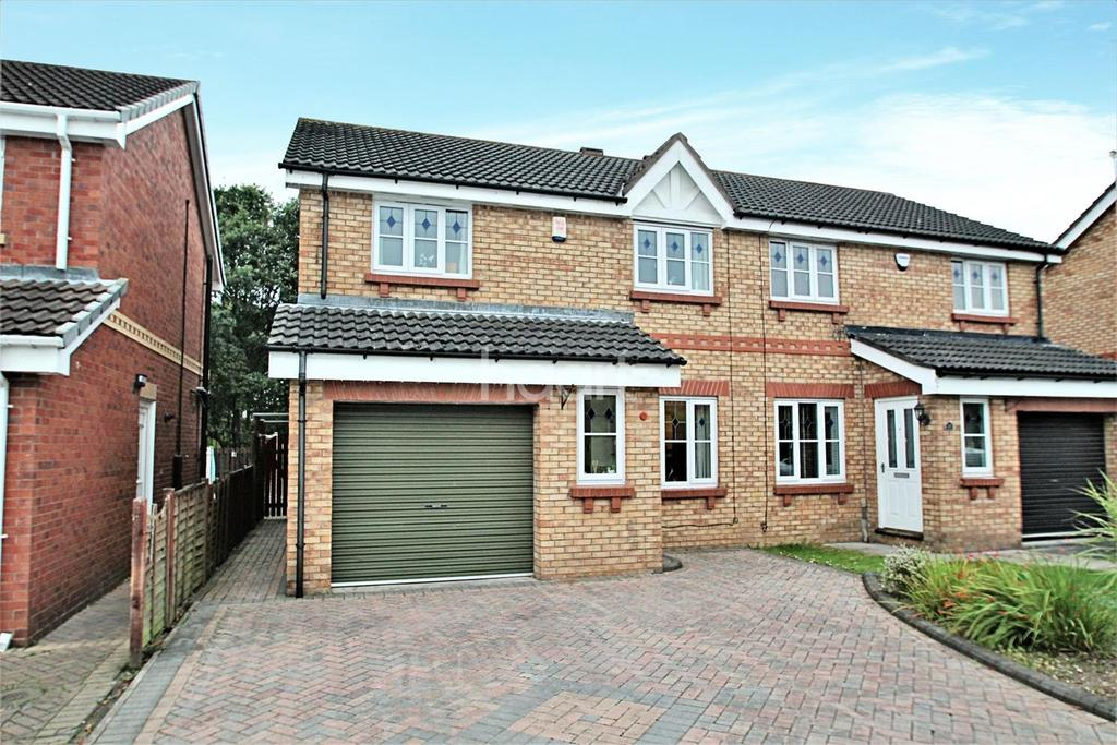 3 Bedrooms Semi Detached House for sale in Shuttleworth Close, Rossington, Doncaster