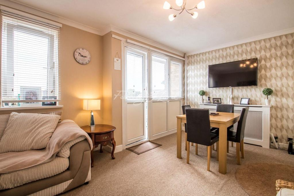 2 Bedrooms Flat for sale in Wricklemarsh Road SE3