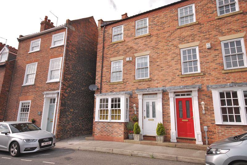 3 Bedrooms Town House for sale in Beckside North, Beverley